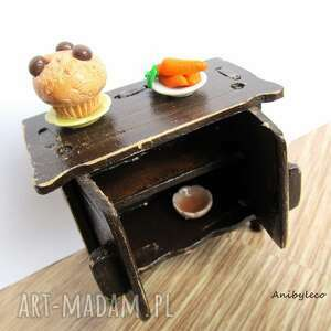 brązowe lalki mebelki drewniane dla lalek