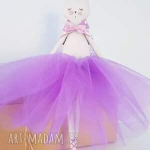 różowe lalki kot kot baletnica