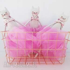 różowe lalki kot kot baletnica w spódniczce tiulowej pudrowy róż
