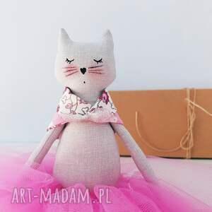 ręczne wykonanie lalki kot kot baletnica w spódniczce tiulowej różowej
