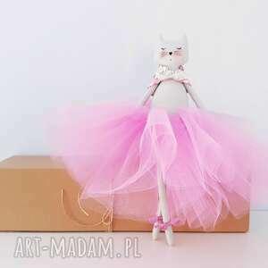 szare lalki cat kot baletnica