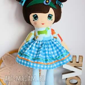 zielone lalki piesek lala bella to seria lalek z haftowanymi
