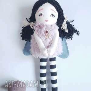lalka ćma lalki różowe nocny motyl