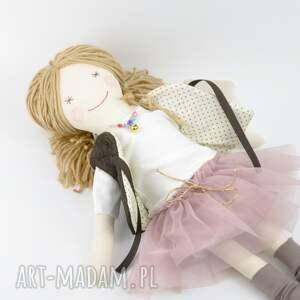 modne lalki bawełna lisa w pudrowym - uśmiechnięta