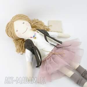 lalka lalki różowe lisa w pudrowym - uśmiechnięta