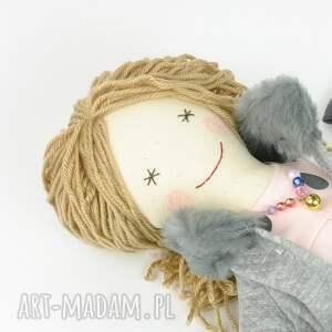 trendy lalki lalka lisa w szarym płaszczyku