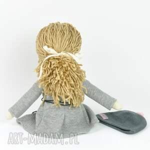 lalki prezent lisa w szarym płaszczyku