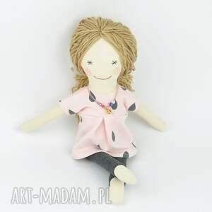 trendy lalki prezent lisa w szarym płaszczyku