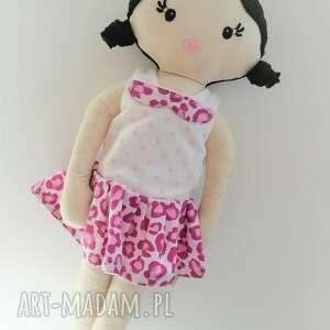 różowe lalki mała lala - czarne włosy