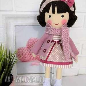 lalki: Malowana lala szarlota z wełnianym szalikiem - zabawka lalka