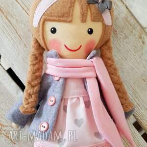 beżowe lalki przytulanka malowana lala laura z szalikiem