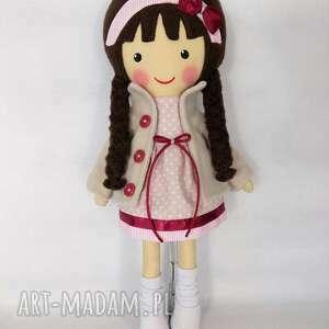 zabawka lalki malowana lala wiktoria z szalikiem