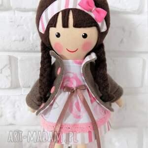 beżowe lalki zabawka malowana lala pola