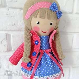 beżowe lalki zabawka malowana lala julia