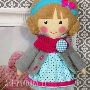 różowe lalki zabawka malowana lala nina z wełnianym