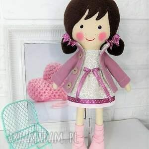 beżowe lalki zabawka malowana lala frania z wełnianym