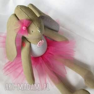 lalki zając siedząca baletnica