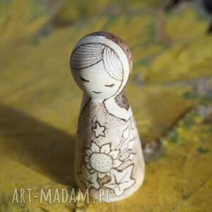 beżowe lalki kokeshi słonecznikowa panna - ręcznie