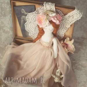 lalka lalki beżowe aida - panna z innej epoki