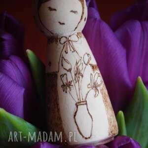beżowe lalki kokeshi zimowy kwiat - drewniana ręcznie