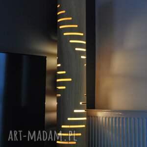 czarne oświetlenie lampa podłogowa z naturalną fakturą