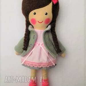 brązowe zabawka malowana lala wiki z szalikiem