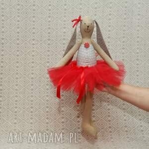 eleganckie maskotki baletnica w czerwonej spódnicy