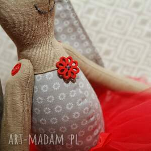 maskotki roczek baletnica w czerwonej spódnicy