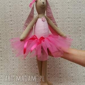 białe maskotki tiul baletnica w nowej różowej spódnicy
