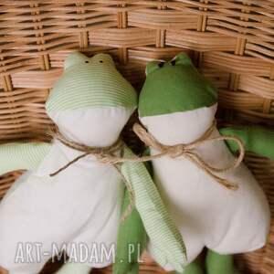 beżowe maskotki przytulak edmund - żaba idealny przytulak