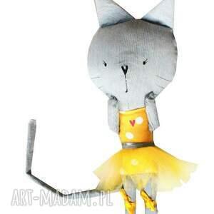 żółte maskotki kotka kieszonkowa koteczka. balerina.