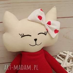 maskotki kociak uroczy słodki, który szuka przyjaciela