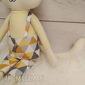 białe maskotki przytulanka kociak tilda
