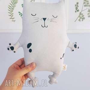 szare maskotki kotek przytulaczek
