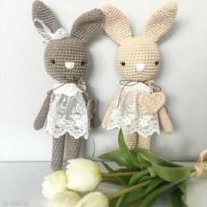 modne maskotki chrzciny królisia monika - brązowy króiczek
