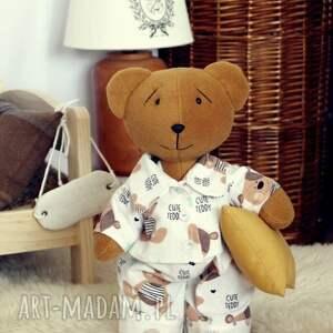 beżowe maskotki zabawka miś śpioch w piżamce