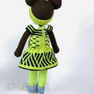 atrakcyjne maskotki miś zrobiony na drutach