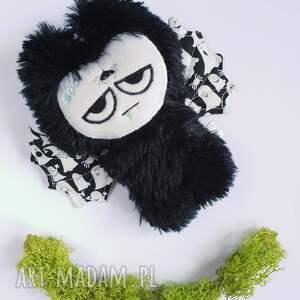ręcznie zrobione maskotki przytulanka przedstawiam futrzastego nietoperka, maluszka
