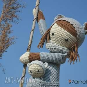 szydełko maskotki piękna szydełkowa lala z bobaskiem