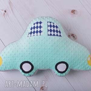 dekoracja-pokoju maskotki poduszka dziecięca auto
