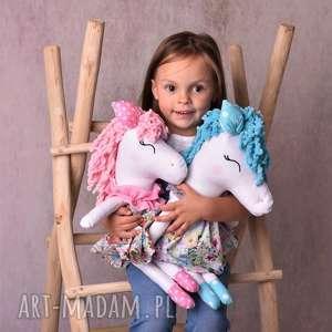 maskotki pomysł na prezent przytulanka dziecięca koń