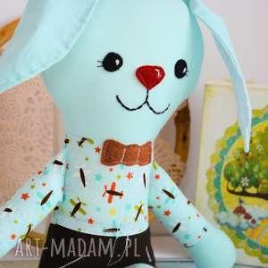 turkusowe maskotki królik radosny zajączek aleks - 37