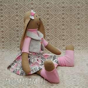 maskotki roczek siostra krawaciarzy sowa
