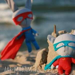 bohater maskotki czerwone super - miś