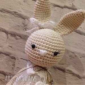 białe maskotki chrzciny szydełkowa królisia nela