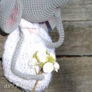 ręczne wykonanie maskotki przytulanka szydełkowa maskotka - myszka zosia
