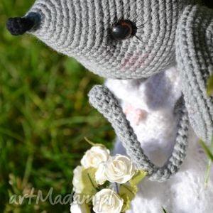 białe maskotki szydełko szydełkowa przytulanka, myszka