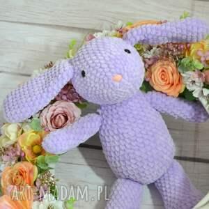 maskotki: Szydełkowy fioletowy króliczek z dedykacją - duży zając