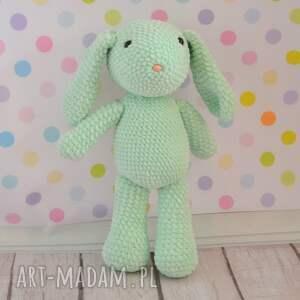 ręczne wykonanie maskotki królik szydełkowy króliczek mały