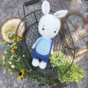 białe maskotki narodziny szydełkowy króliczek